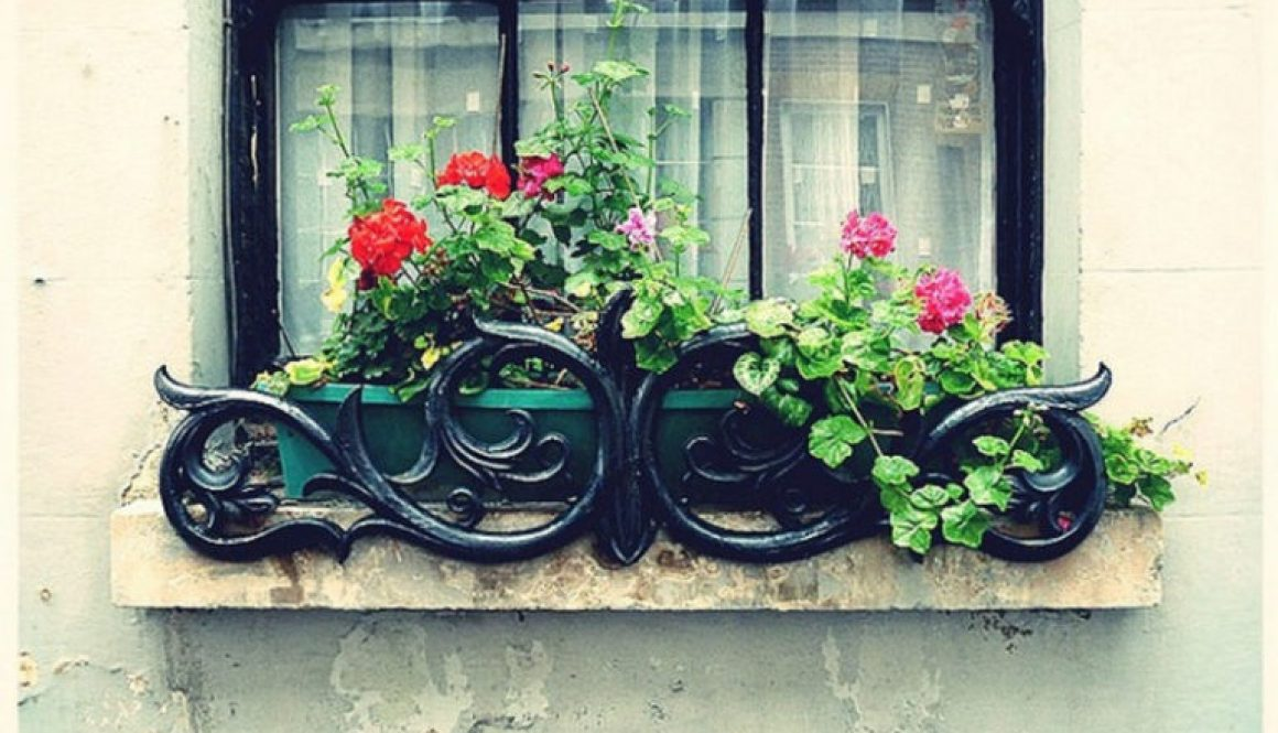 diy-wrought-iron-window-box-768x560